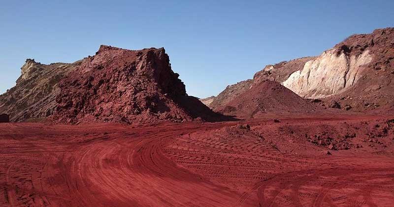 خاک سرخ جزیره هرمز